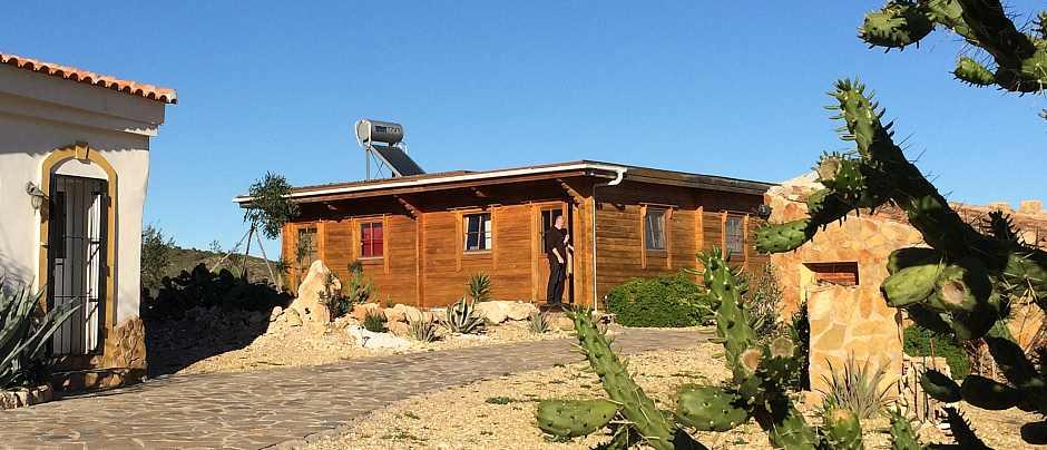 In unserem Holzhaus übernachten Sie ebenfalls entspannt und naturverbunden